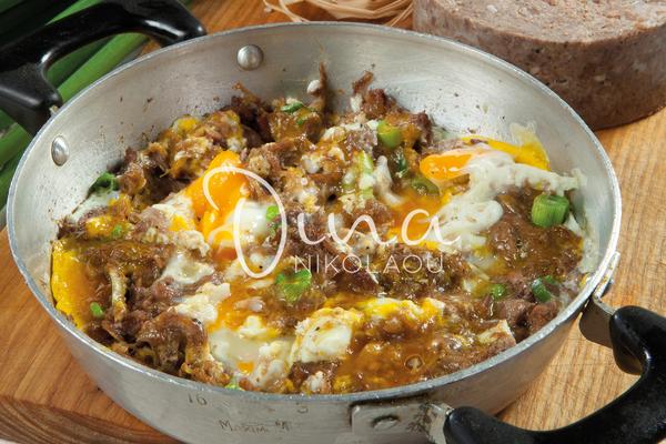 Saganaki aux œufs et au Kavourmas