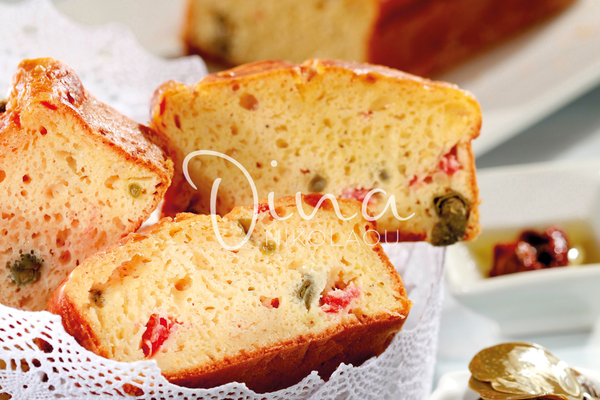 Gâteau salé avec ses tomates séchées, son basilic et son câpres