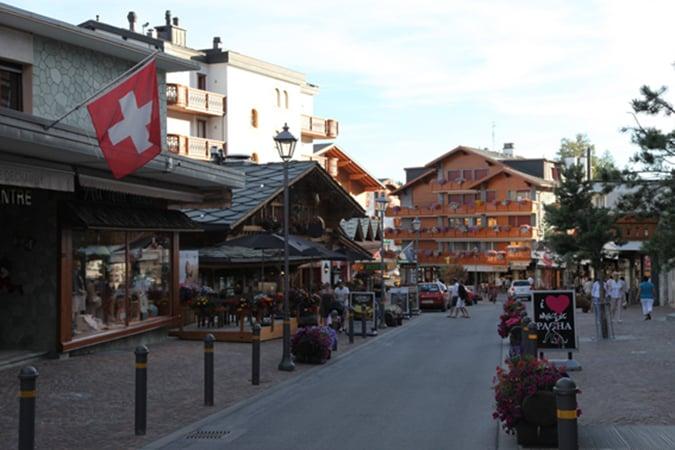 Για fondue στο Crans Montana στην Ελβετία και Raclette στο Chamonix στη Γαλλία