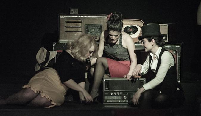 12 Oκτωβρίου: Αμπαζούρ – Το burlesque musical του Στενού Κορσέ
