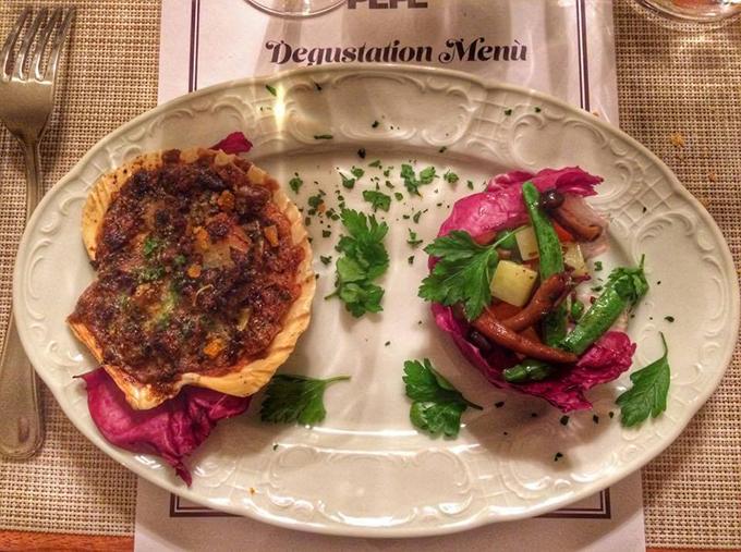 Κοχύλια St.Jacques alla Provencale με σαλάτα μανιταριών & λαχανικών εποχής