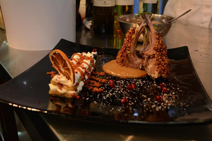 Αρνάκι γαλλικής κοπής με ξηρούς καρπούς, SAMOS ANTHEMIS, μελιτζάνα και παγωτό γλυκιάς κολοκύθας