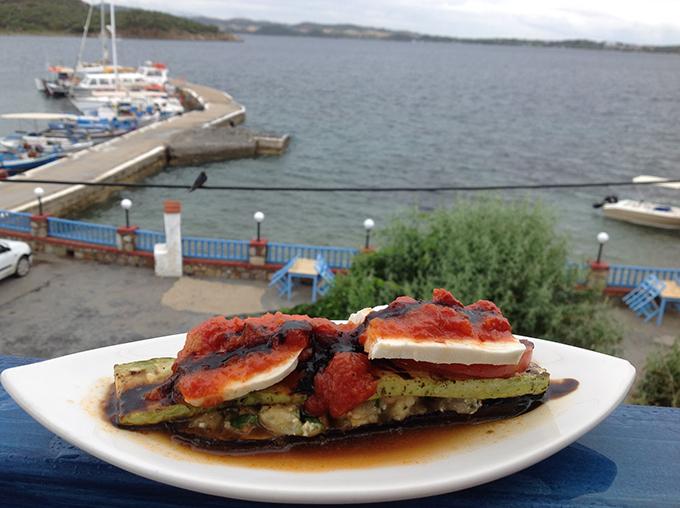 Από το μενού της Ντίνας Νικολάου στο fish restaurant Μεγάλη Άμμος στην Αμμουλιανή