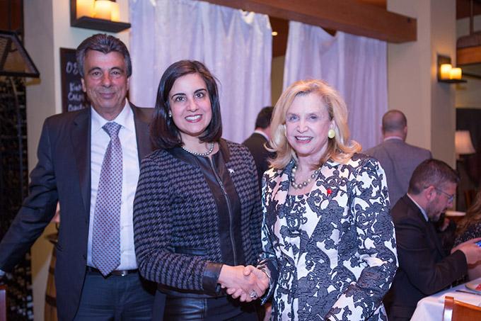 Η Ομοσπονδιακή Βουλευτής, Carolyn Maloney (δεξιά) με την υποψήφια Δήμαρχο Ν. Υόρκης, Νικόλ Μαλλιωτάκη και τον Νίκο Φύλλα της Hellas North American Events και του Hellas FM, στο δείπνο της «Greek Panorama»