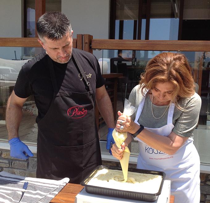 Ιταλοί εκπρόσωποι τύπου φτιάχνουν μικρασιάτικα γλυκά