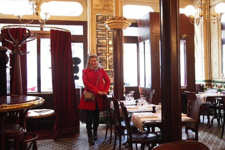 Ταξίδι στο παρελθόν στο μαγευτικό μπιστρό Αux Lyonnais