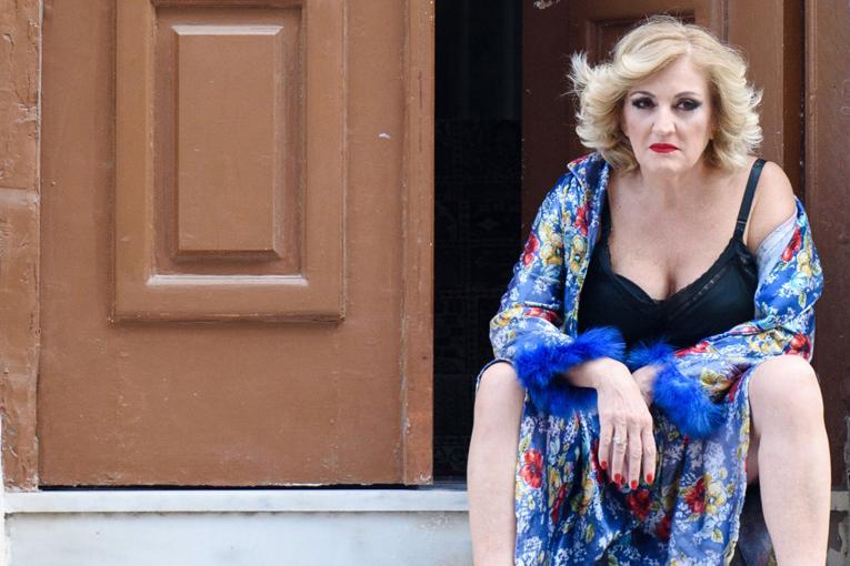 • ΘΕΑΤΡΟ | «Ρένα» με την Υρώ Μανέ στη Θεσσαλονίκη | Παρασκευή 12/7 στο θέατρο Κήπος