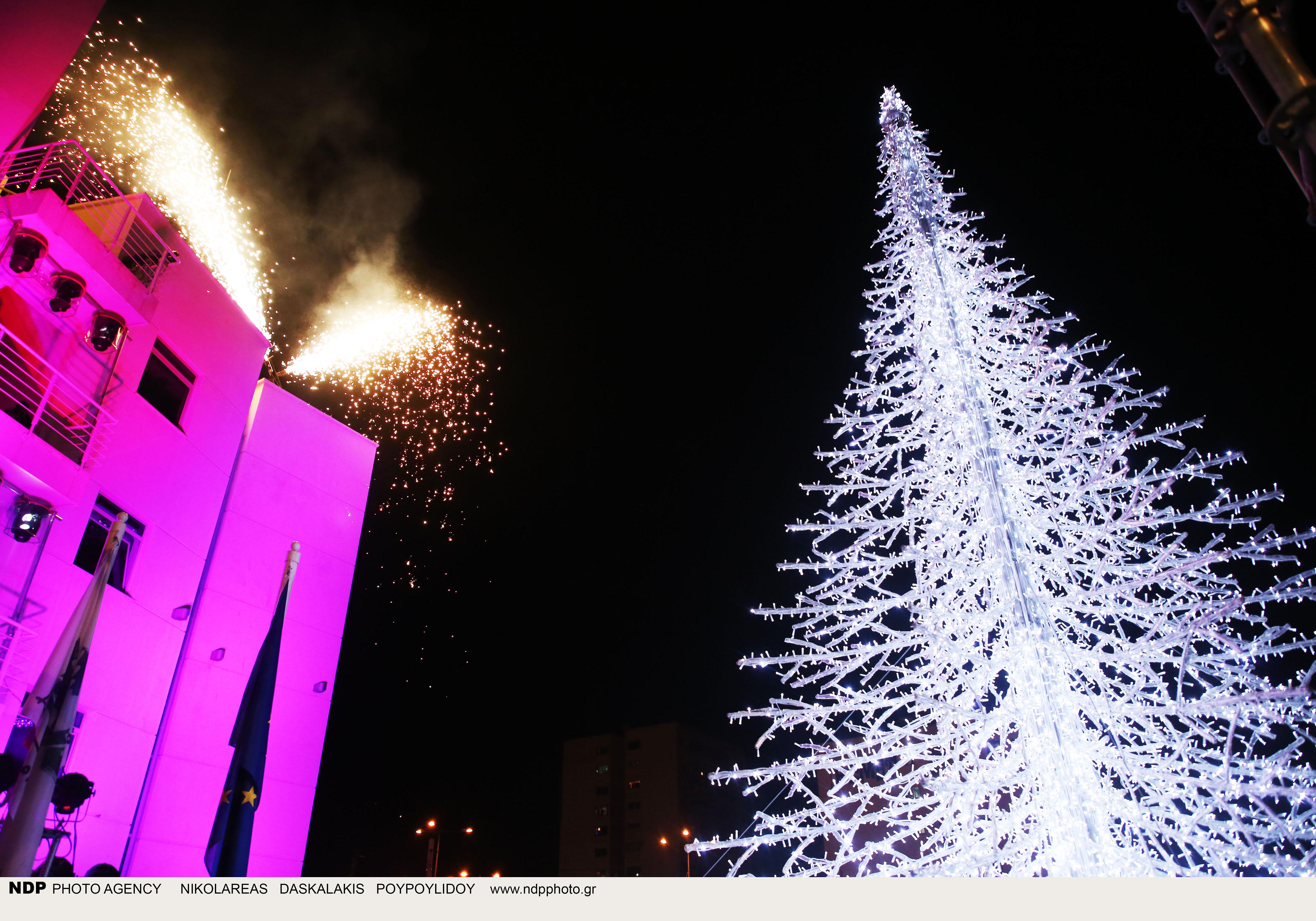 Η φωταγώγηση του Χριστουγεννιάτικου δέντρου στο Δήμο Περιστερίου ήταν κάτι παραπάνω από φαντασμαγορική!!!